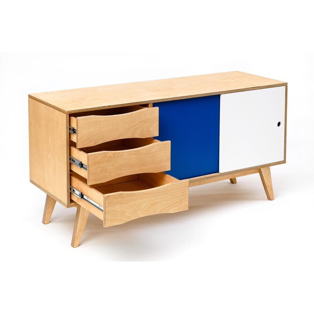 sideboard aus holz mit schiebet ren skandinavisches design. Black Bedroom Furniture Sets. Home Design Ideas
