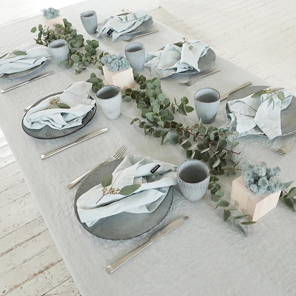 tischdecke in hellblau aus 100 leinen. Black Bedroom Furniture Sets. Home Design Ideas