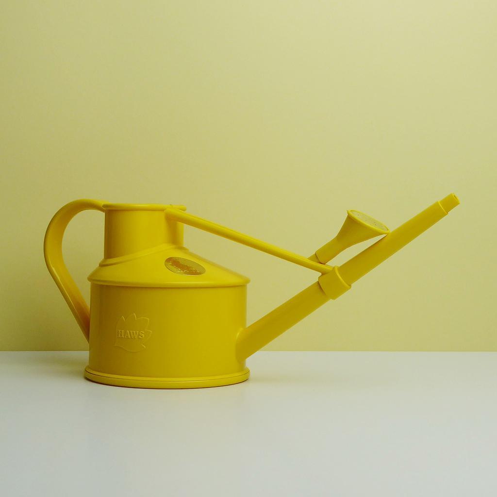 giesskanne haws in gelb online kaufen the botanical room. Black Bedroom Furniture Sets. Home Design Ideas