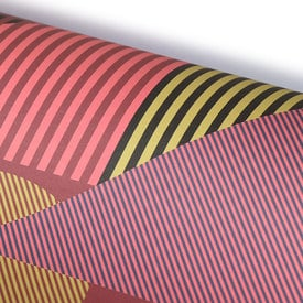 Linien Komposition in Rot Geschenkpapier / Aligned Red Wrapping Paper | 50 x 70cm – Patterned Paper | Artikelnummer: HS_papier_redaligned