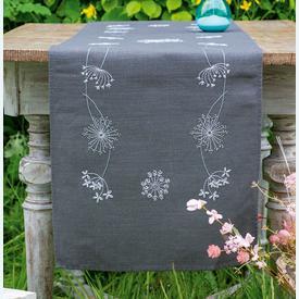 White Flowers - lange loper - voorgedrukt borduurpakket van Vervaco |  | Artikelnummer: vvc-165817