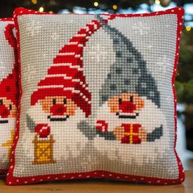 Christmas Gnomes 5 - Vervaco Kruissteekkussen |  | Artikelnummer: vvc-171685