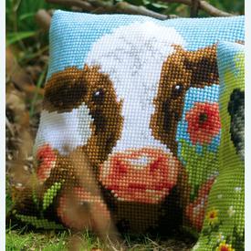 Cow in Poppy Meadow - Vervaco Kruissteekkussen |  | Artikelnummer: vvc-162311