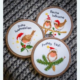 Christmas Birds - set van 3 borduurpakketjes met telpatroon Vervaco | teksten in meerdere talen | Artikelnummer: vvc-182761