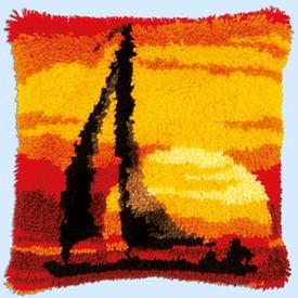 Sunset - smyrna kussen Vervaco | Knoopkussen met zeilbootje in zonsondergang | Artikelnummer: vvc-179002