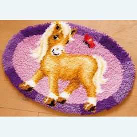 Pony with Butterfly - knooptapijt Vervaco | Smyrna tapijt met pony en vlinder | Artikelnummer: vvc-144090