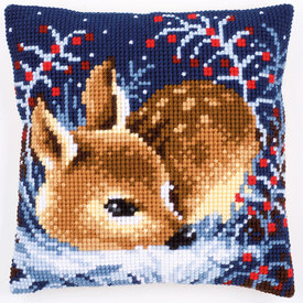 Little Deer in Winter - Vervaco Kruissteekkussen |  | Artikelnummer: vvc-158266