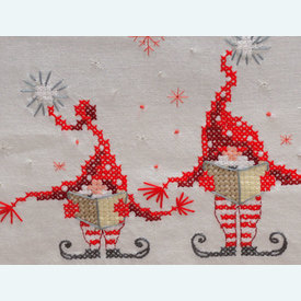 Singing Christmas Gnomes loper - voorgedrukt borduurpakket - Vervaco |  | Artikelnummer: vvc-158304