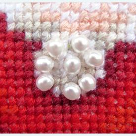 Doll in Red Dress - borduurpakket met telpatroon Vervaco      Artikelnummer: vvc-75032