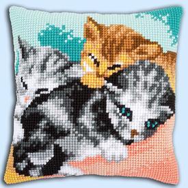 Cute Kittens - Vervaco Kruissteekkussen |  | Artikelnummer: vvc-165781