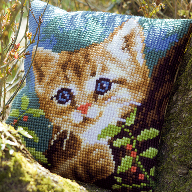 Cat on a Tree - Vervaco Kruissteekkussen |  | Artikelnummer: vvc-156599