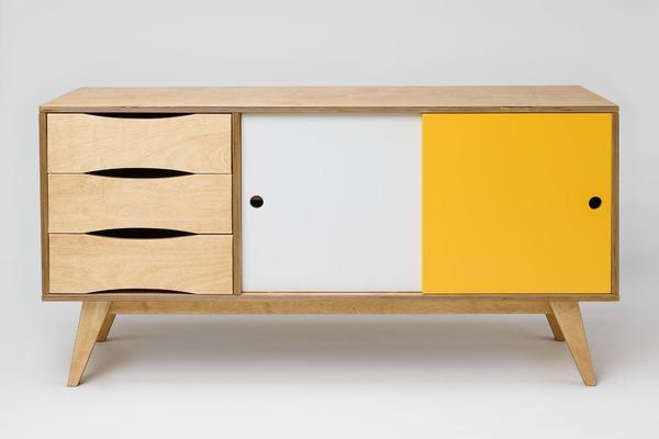 sideboard aus holz mit schiebetüren - skandinavisches design,