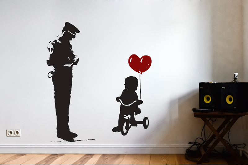 Banksy Wandtattoo Wall Art Cop Girl Auf Dreierad Mit Herz Luftballon 2c Wandtattoo Streetart Urban Art Berlin