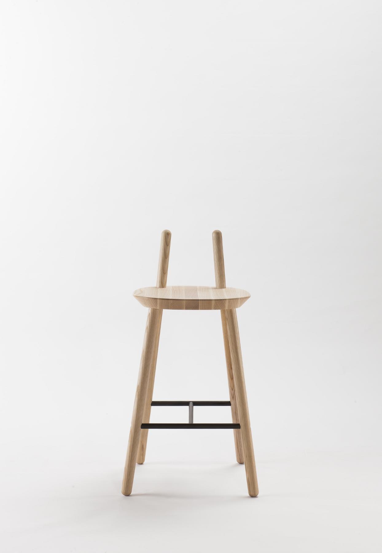 barhocker na ve aus holz mit r ckenlehne. Black Bedroom Furniture Sets. Home Design Ideas