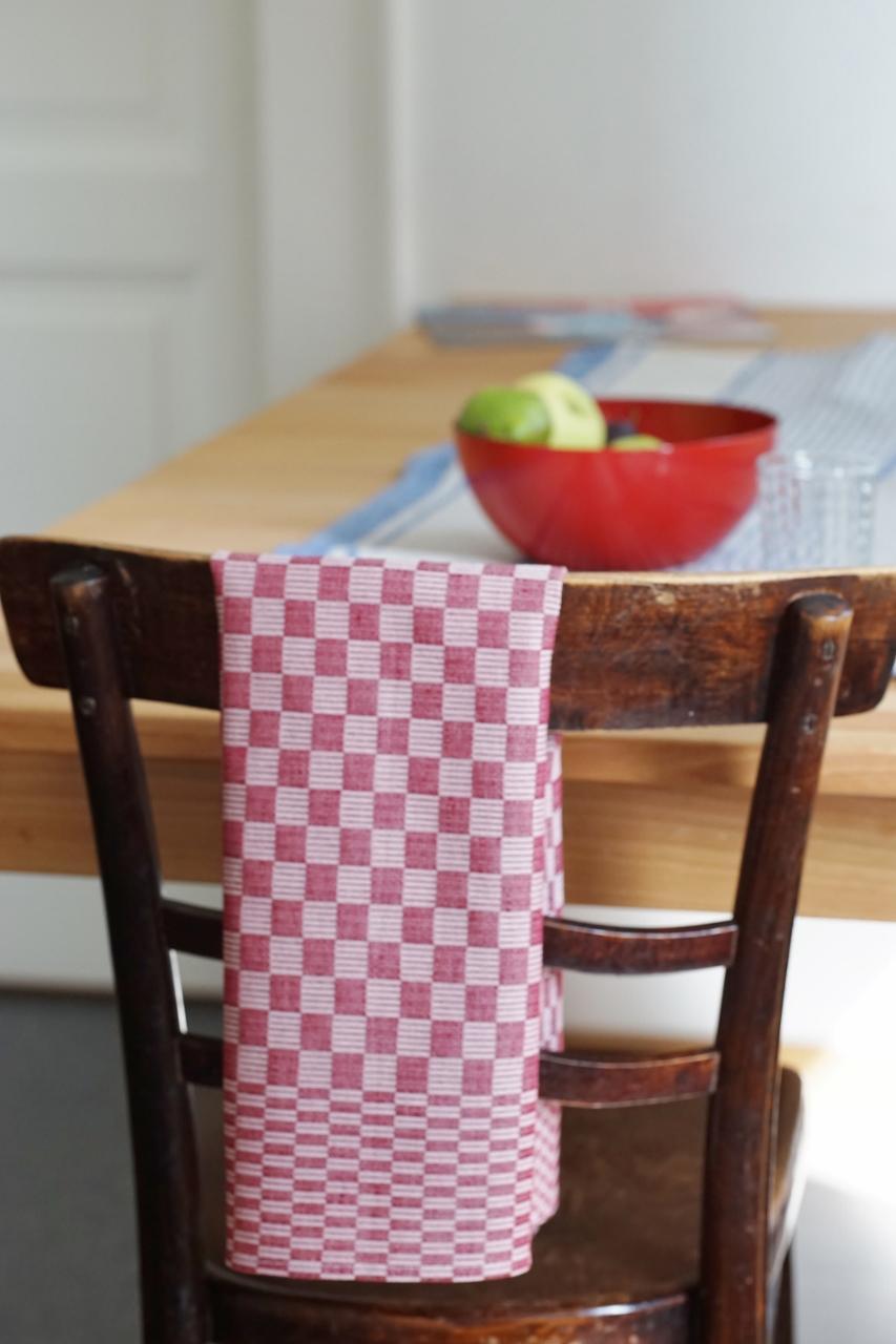geschirrt cher aus leinen schachbrettmuster in rot. Black Bedroom Furniture Sets. Home Design Ideas