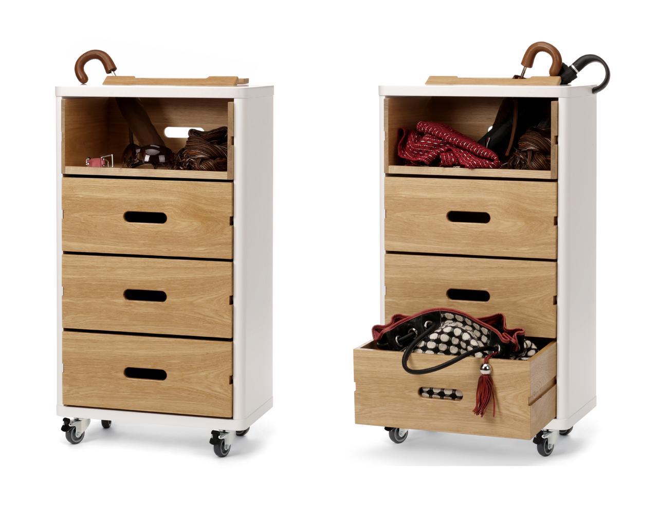 schrank auf rollen in wei und holz cow. Black Bedroom Furniture Sets. Home Design Ideas